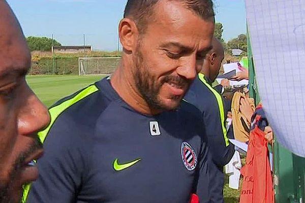 Montpellier - Vitorino Hilton et Souleymane Camara signent des autographes après l'entrainement - octobre 2017.