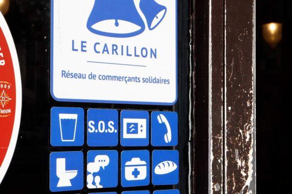 Un autocollant et des pictogrammes pour repérer les commerçants participants