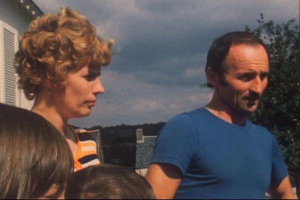 Un couple d'agriculteur de Malansac (Morbihan) après leur rencontre avec le Président Valéry Giscard d'Estaing dans leur ferme - 4/09/1977