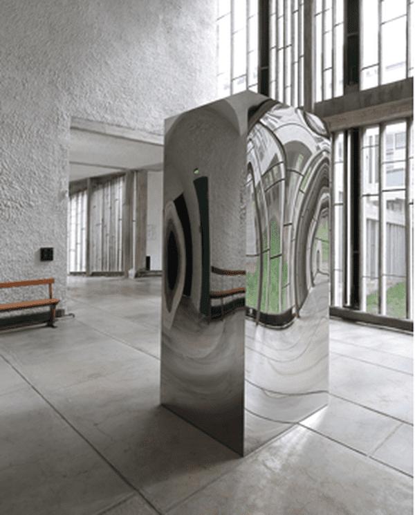 Non-Object (Door) par Anish Kapoor au Couvent de la Tourette