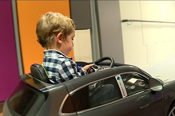 Une voiturette électrique dans le service de chirurgie pédiatrique du CHU de Poitiers