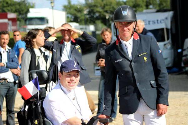 Il y a quelques temps, Thibault posait avec les cavaliers qui ont décroché l'or mercredi au JO de Rio