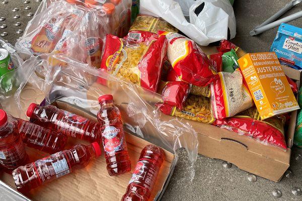 Les étudiants ont pu récupérer gratuitement des vivres.