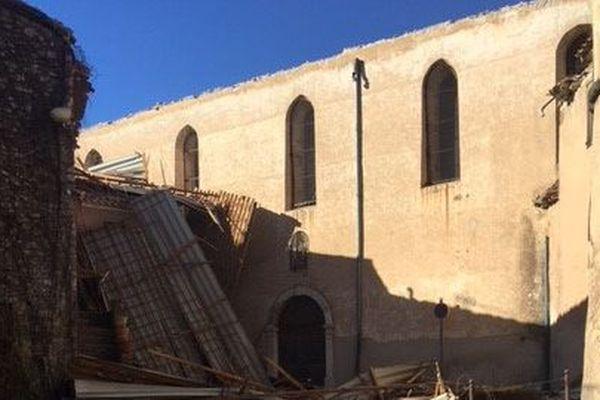 Le toit de l'église de Besse-sur-Issole s'est effondré ce mercredi après-midi, à cause du vent.