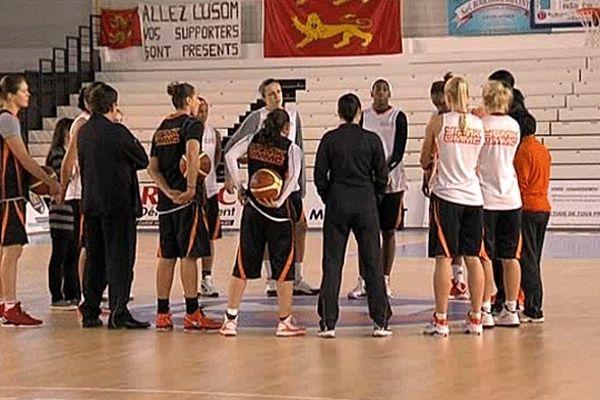 L'équipe de Ekaterinburg à l'entraînement à la Halle Bérégovoy de Mondeville  mardi après-midi