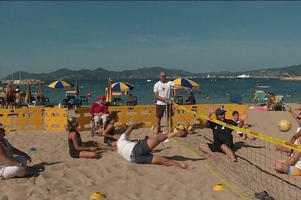 Au milieu de la plage, les candidats testent cette discipline.