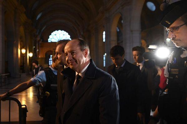 Jean-Jacques Urvoas à l'entrée de la Cour de Justice de la République