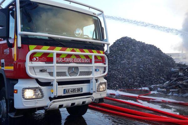 Environ 100m3 de déchets ont pris feu samedi à Gignac-la-Nerthe (Bouches-du-Rhône)