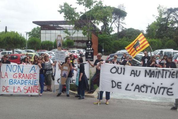 Montpellier - Manifestation des employés de la Perle Cerdane d'Osséja (66) devant l'ARS - 20 juin 2013.