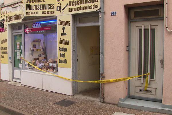 Une jeune femme est décédée dimanche 25 octobre à Saint-Vallier (Drôme): elle a été poignardée alors qu'elle tentait de s'interposer dans une rixe qui a fait 6 autres blessés à l'arme blanche.