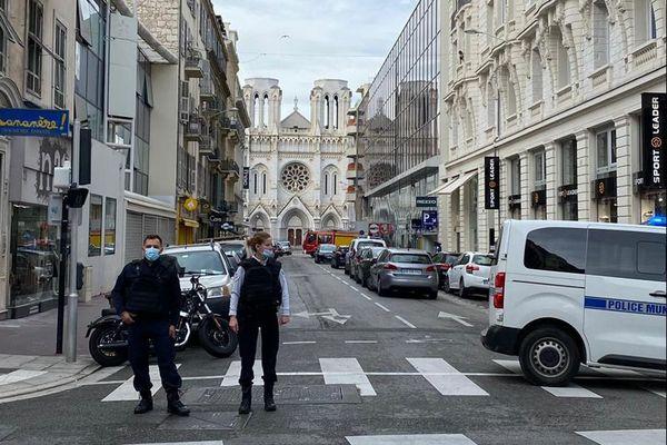 Le jeudi 29 octobre une attaque à l'arme blanche a eu lieu autour de l'église Notre-Dame à Nice, dans le secteur Jean Médecin