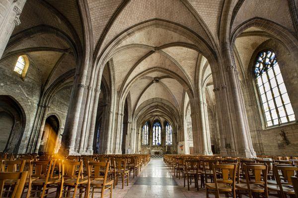Dans les Ardennes, à Rethel, l'église Saint Nicolas peut accueillir de nombreux fidèles.