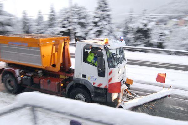 La circulation sur l'A89 est rendue délicate à cause des chutes de neige. Photo d'illustration.