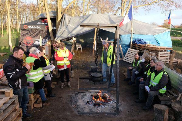 Un village de gilets jaunes près de Sens. 30 novembre 2018.