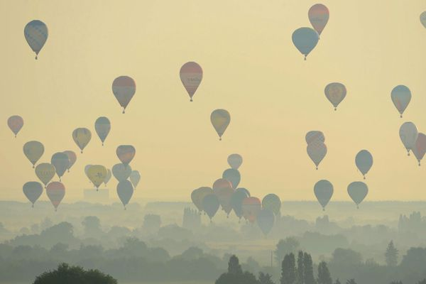 Les montgolfières du championnat de France 2013 dans le ciel angevin à Brissac-Quincé