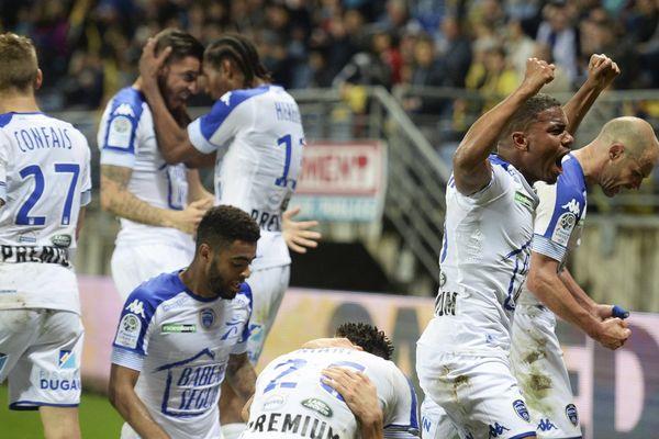 La joie des Troyens après leur 3ème but qu'ils pensaient alors synonyme de montée en Ligue 1...