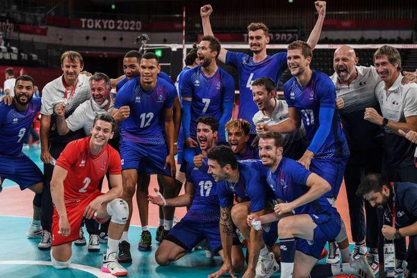 Les volleyeurs français se sont qualifiés pour la première fois de leur histoire en demi-finales des Jeux Olympiques en battant les Polonais ce mardi.