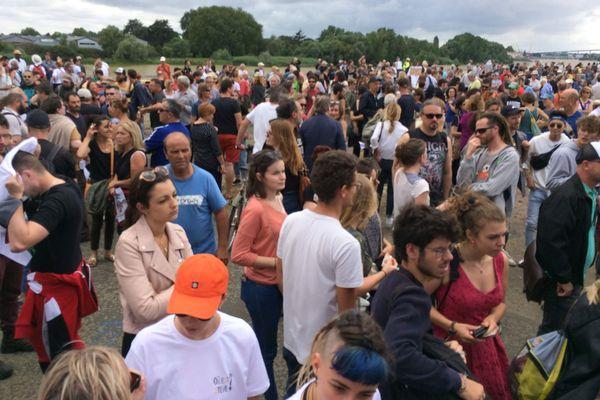 Plusieurs centaines de personnes sur le quai Wilson à Nantes pour le rassemblement - Où est Steve ?