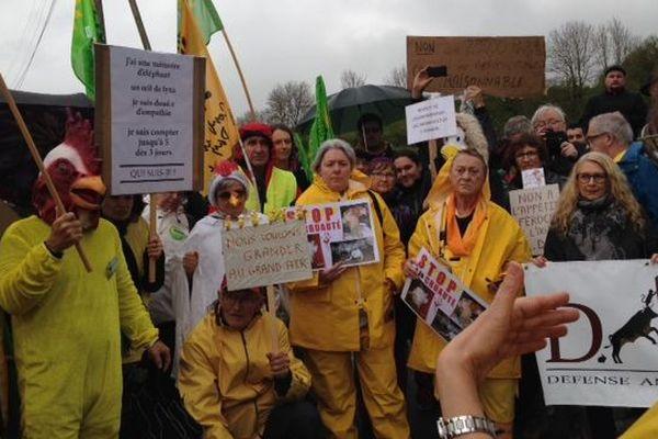 Plusieurs associations et partis politiques appelaient à manifester à Flangebouche ce dimanche 19 mai.