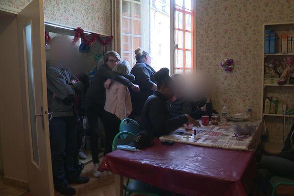 Ambiance familiale dans cette maison de Bayeux gérée par l'association 2choses lune qui héberge des personnes en grandes difficultés