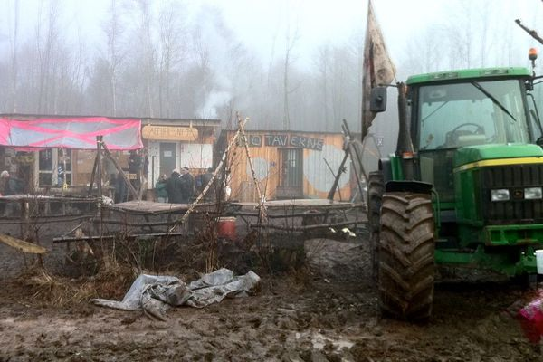 L'entraide entre paysans a pallié pendant deux mois l'absence des tracteurs mobilisés à Notre-Dame-des-Landes