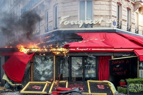 LA brasserie le Fouquet's vandalisée le 16 mars 2019