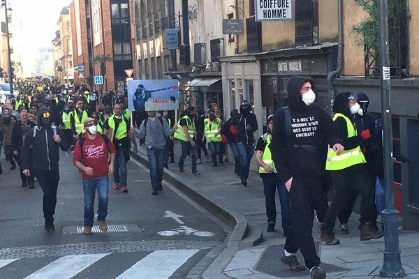 La manifestation rue du capitaine Dreyfus, avant d'arriver sur les quais