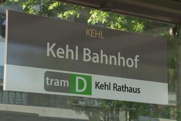 """Après le passage de la frontière, le tram D s'arrête à l'arrêt """"Bahnhof"""". Pour l'instant, les arrêts """"Hochschule/Läger"""" et """"Rathaus"""" ne seront pas desservis"""