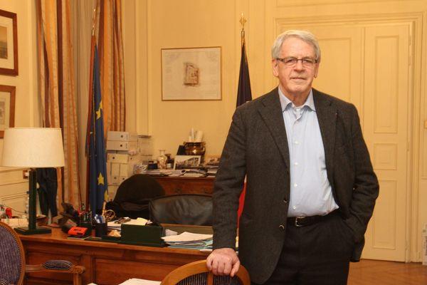 Gilbert Meyer occupe le fauteuil du maire de Colmar depuis un quart de siècle.