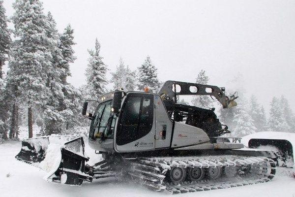 Le risque d'avalanche est fort en raison des abondantes chutes de neige sur l'ensemble du massif
