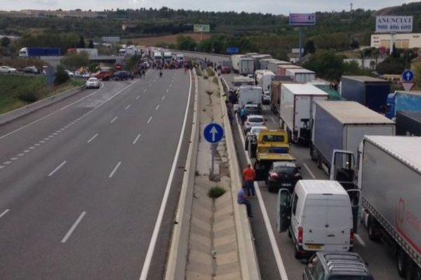 Autoroute bloquée à Figueres dans le cadre de la grève générale en Catalogne.