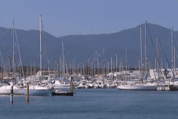 Saint-Cyprien est l'un des plus grands ports de plaisance en Europe.