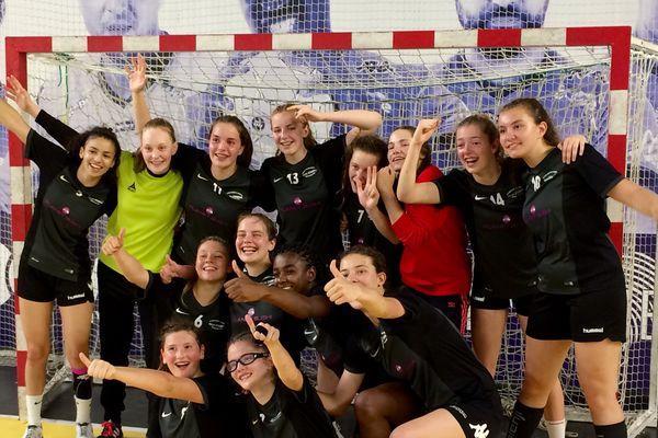 La joie des élèves du collège Stendhal de Besançon, championnes de France UNSS minimes