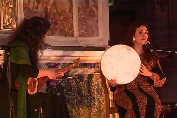Pour la soirée d'ouverture ce vendredi, à l'église Saint-esprit, une centaine de personnes est venue écouter Françoise Atlan et Shadi Fathi interpréter un répertoire de chants sacrés féminins