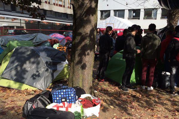 Depuis début octobre, une soixantaine de personnes occupaient un terrain au sein de la faculté de lettre de l'université de Clermont-Ferrand.