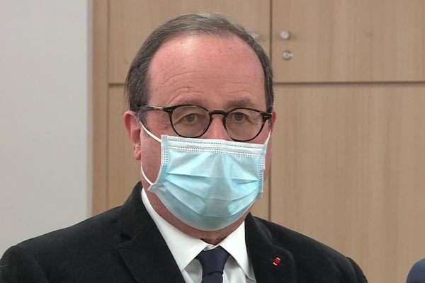 Depuis Strasbourg, l'ancien président de la République François Hollande persiste et assume la réforme territoriale ayant rattaché l'Alsace au Grand Est.