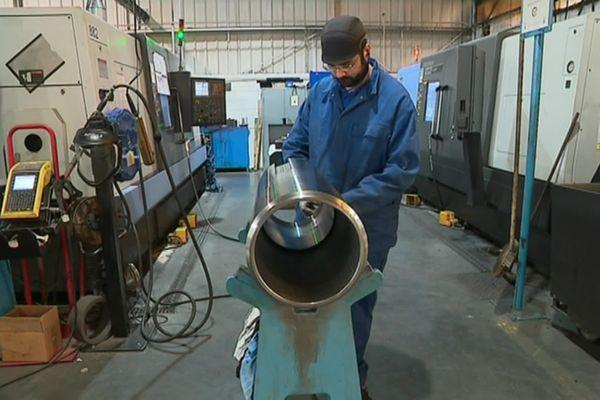 L'usine de Bouzonville forge principalement des tubes en acier, pour l'industrie pétrolière, le BTP et l'armement.