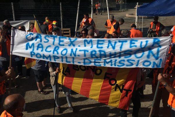"""Environ 800 chasseurs ont manifesté samedi 12 septembre à Prades dans les Pyrénées-Orientales contre le gouvernement et ses décisions jugées """"anti-chasse"""""""