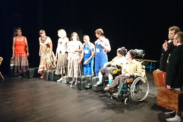 La troupe compte une vingtaine de membres : enfants, jeunes handicapés et adultes encadrants.