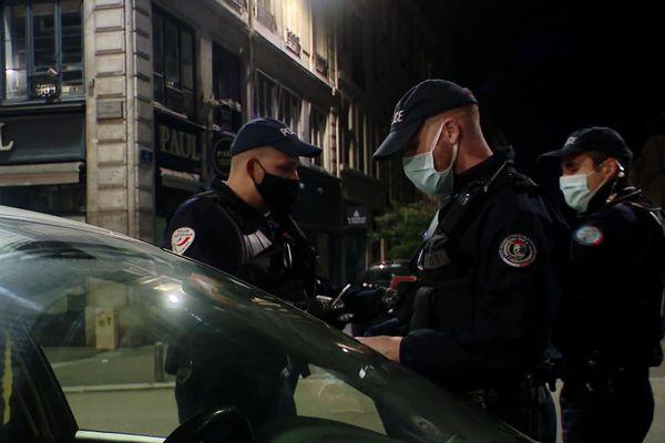Contrôle de police à Rouen lors du couvre-feu à Rouen