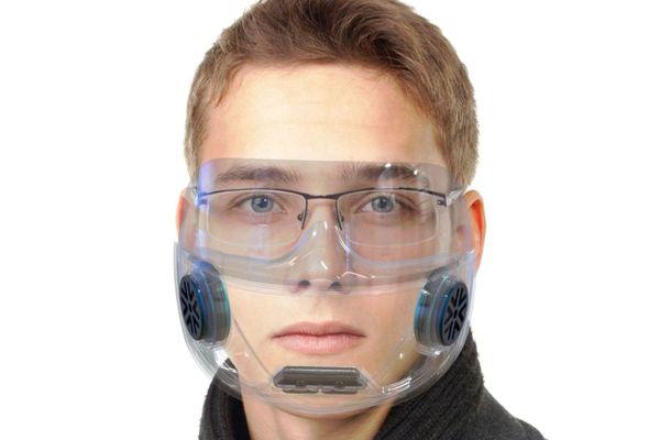 Deux entreprises de Haute-Savoie veulent commercialiser un masque transparent réutilisable à vie.