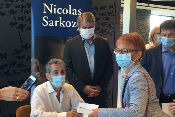 Toute la matinée, les fans se sont pressés au centre des Congrès de la Baule  pour se faire dédicacer le dernier livre de Nicolas Sarkozy