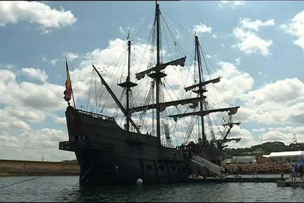 El Galéon, au petit matin, au port de Rosmeur.