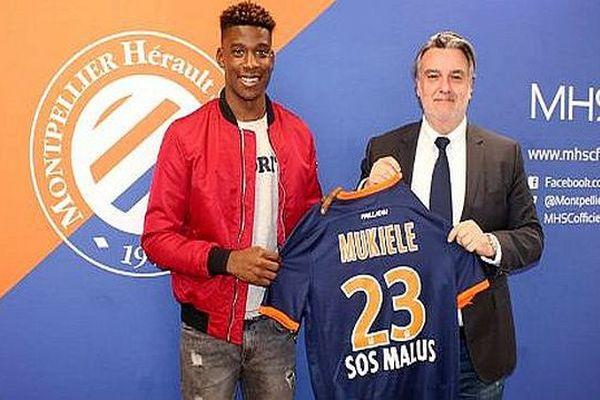Montpellier - Nordi Mukiele, futur numéro 23 accueilli par Laurent Nicollin au MHSC - 6 janvier 2017.