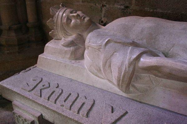 Gisant de Jean V de Bretagne, arrivé en retard à la bataille d'Azincourt, à la cathédrale de Tréguier (Côtes d'Armor).