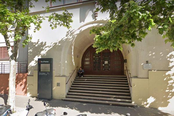 Ce mardi des élèves du lycée Paul-Lapie de Courbevoie ayant passé une partie de leurs vacances en Italie ont été isolés dans l'établissement