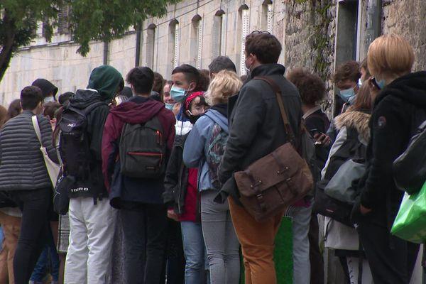Manifestation des lycéens de Pasteur à Besançon, inquiets de la difficulté de respecter le protocole sanitaire