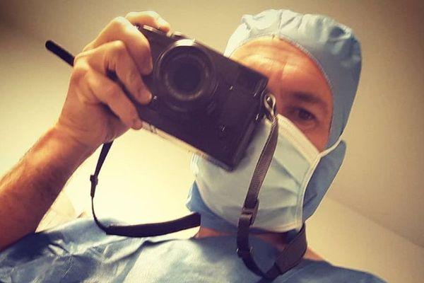 Depuis deux ans, le photographe picard Pascal Bachelet travaille dans plusieurs hôpitaux des Hauts-de-France et de Paris sur les femmes médecins.