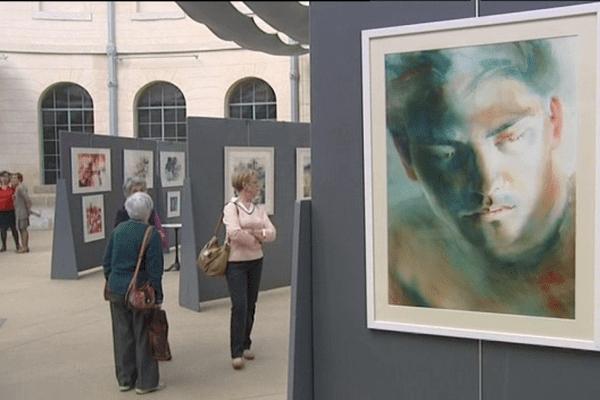 """La troisième édition de la biennale """"Aquarelle autrement"""" se déroule jusqu'au 24 avril à la halle aux blés d'Alençon"""