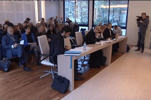 Devant la cour d'appel administrative de Nantes.